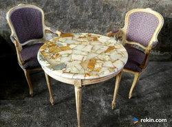 *Okrągły, francuski stolik z marmurowym blatem* transport